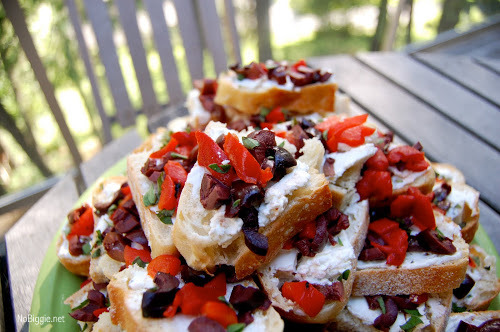 goat cheese and roasted red pepper, olive toasts | NoBiggie.net