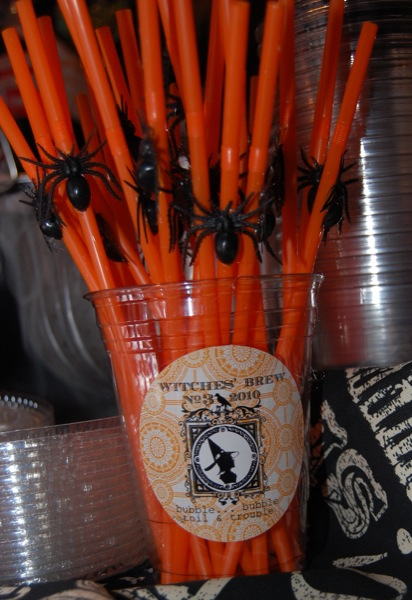 decorate plastic straws for Halloween - more Halloween party ideas on NoBiggie.net