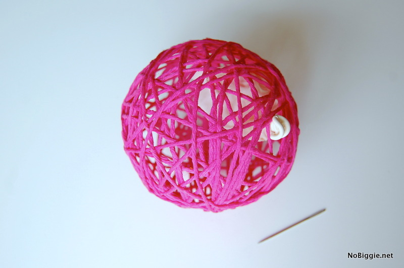 Glue Yarn Ball Tutorial with a balloon