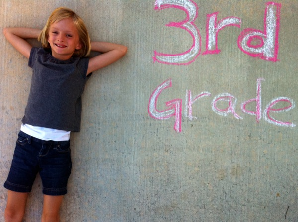 back to school photos with sidewalk chalk