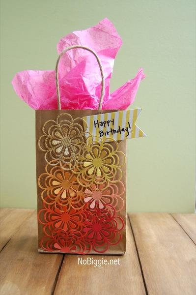 Handmade paper flower gift sack | NoBiggie.net