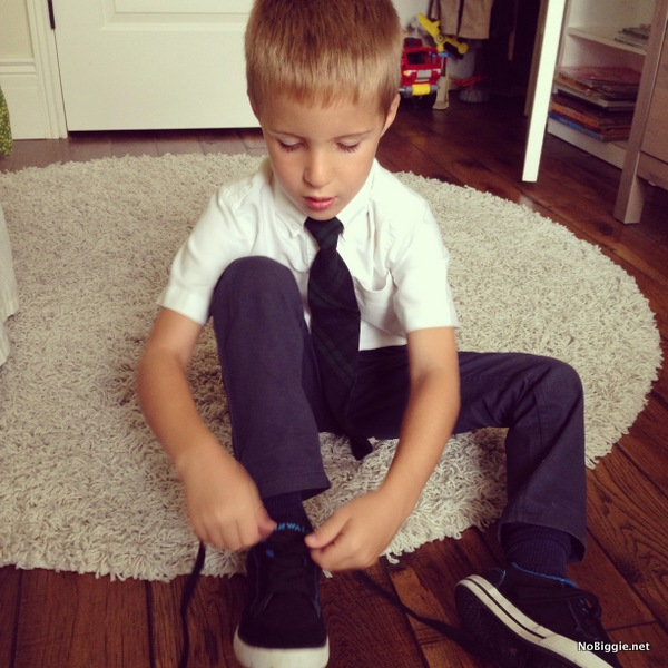 learning to tie his shoes - NoBiggie.net