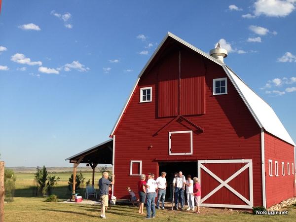 the big red barn near Glasgow Montana - NoBiggie.net