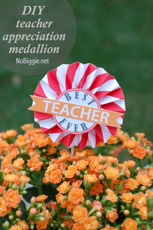DIY teacher appreciation medallions - a free printable on NoBiggie.net