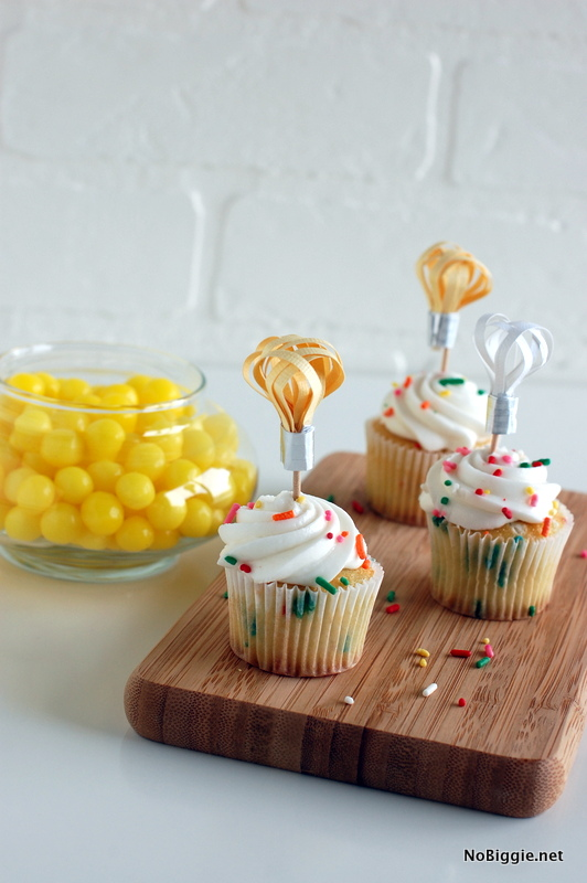 lightbulb cupcake toppers - NoBiggie.net