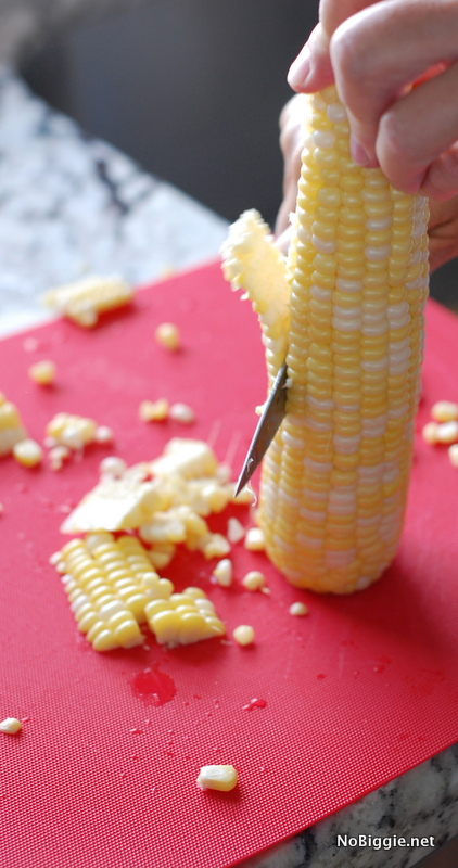 cutting corn off the cob - NoBiggie.net