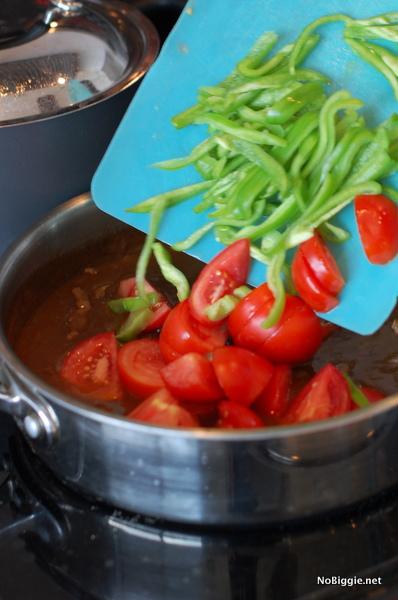garden tomatoes and green peppers | NoBiggie.net
