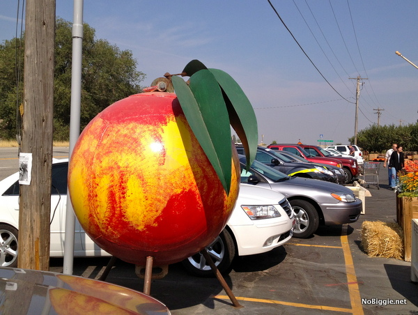 giant peach in Brigham City - NoBiggie.net