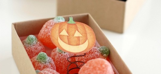 make a pop up jack o lantern (Jack in the Box) for a fun Halloween treat - NoBiggie.net