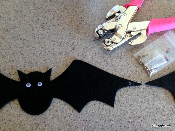 Halloween Bat garland how to - NoBiggie.net
