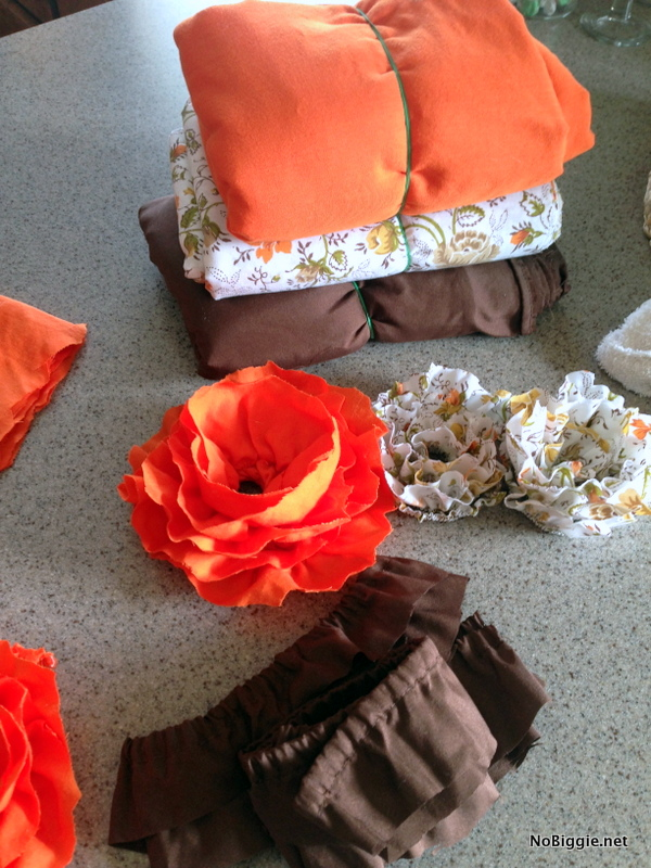 Make fabric flowers from fitted sheets - NoBiggie.net