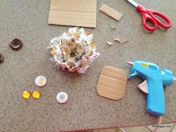 Use a low temp hot glue gun to make fabric flowers - NoBiggie.net