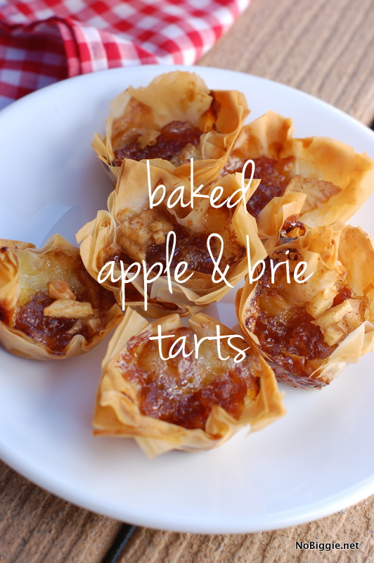 Baked apple and brie tarts are delicious and make for a great appetizer for holiday parties. #bakedapple #appleandbrie #tarts #appetizers #partyfoods