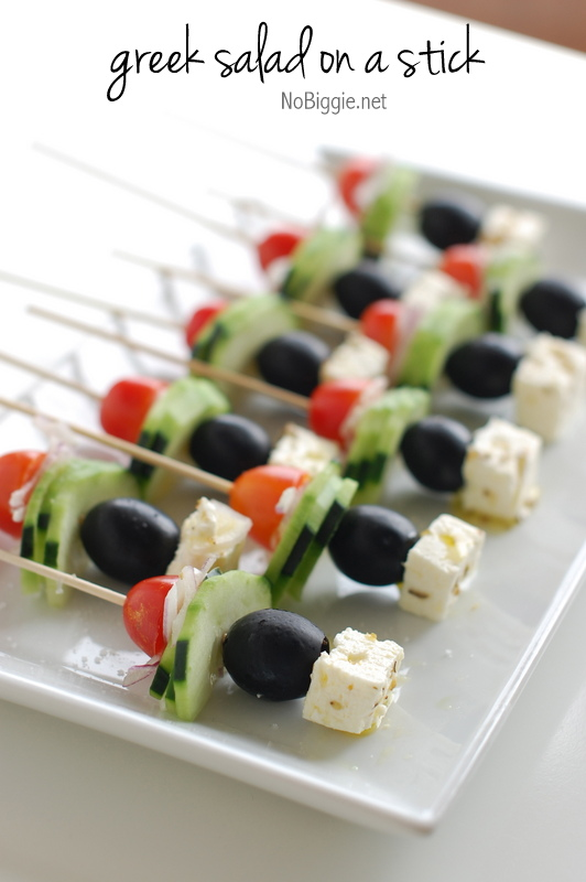 Greek Salad on a Stick! It\'s like a portable party version of your favorite salad! #greeksaladonastick #saladonastick #nocookappetizer #nobakeappetizer