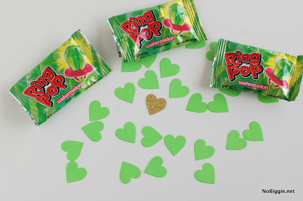 green ring pops + green paper hearts - NoBiggie.net
