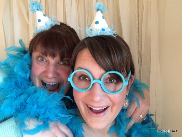 make mini party hats for a fun photobooth | NoBiggie.net