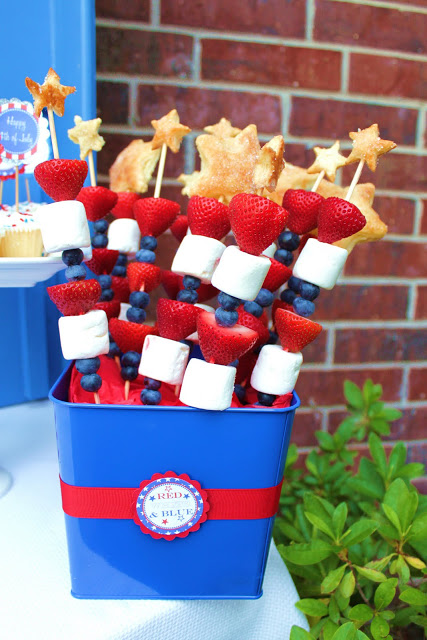 Patriotic Fruit Kabobs | 25+ Patriotic Treats