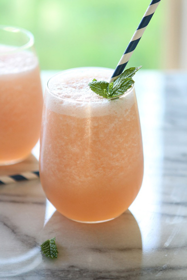 Blended Grapefruit Limeade Smoothie | 25+ Non-Alcoholic Summer Drinks