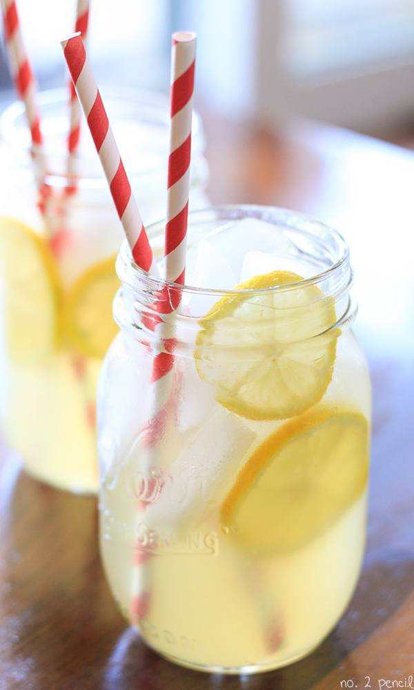 Homemade Lemonade | 25+ Non-Alcoholic Summer Drinks
