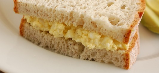 egg salad sandwich with homemade mayo on gluten free bread | NoBiggie.net