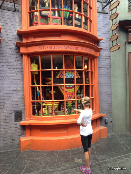 Weasleys Universal Orlando Family Forward | NoBiggie.net
