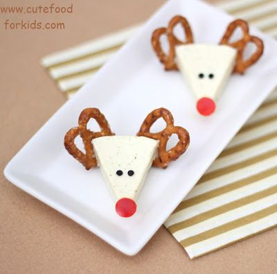 Cheese Reindeers | +25 Healthy Holiday Snacks