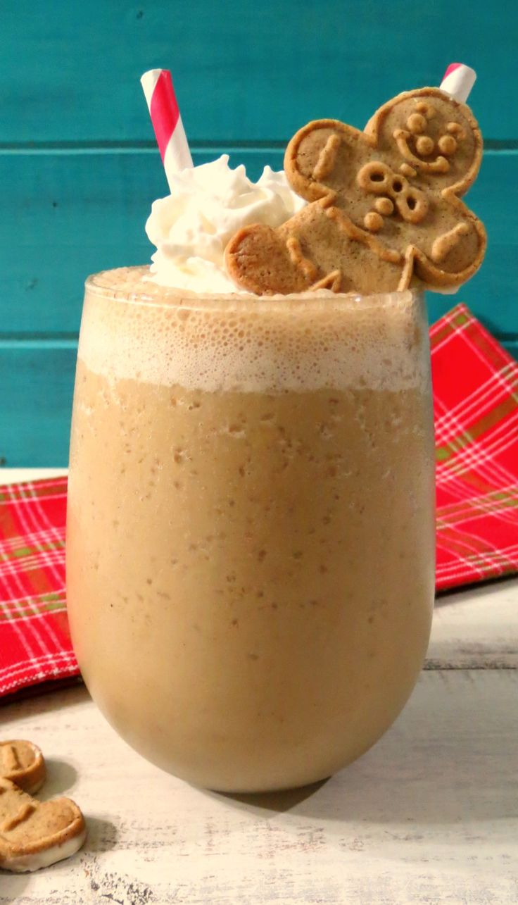 Gingerbread Smoothie | +25 Healthy Holiday Snacks