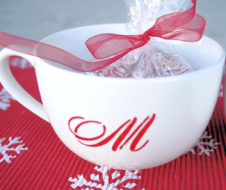 Monogrammed mug | 25+ neighbor gift ideas
