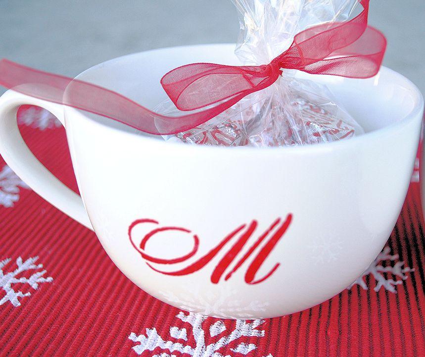 Monogrammed mug | 25+ neighbor gift ideas