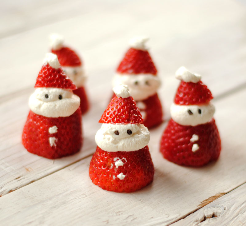 Santa strawberries | +25 Healthy Holiday Snacks
