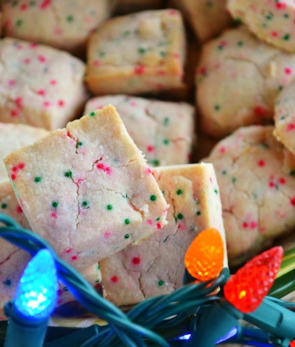 Shortbread bites   25+ Christmas Cookie Exchange Recipes