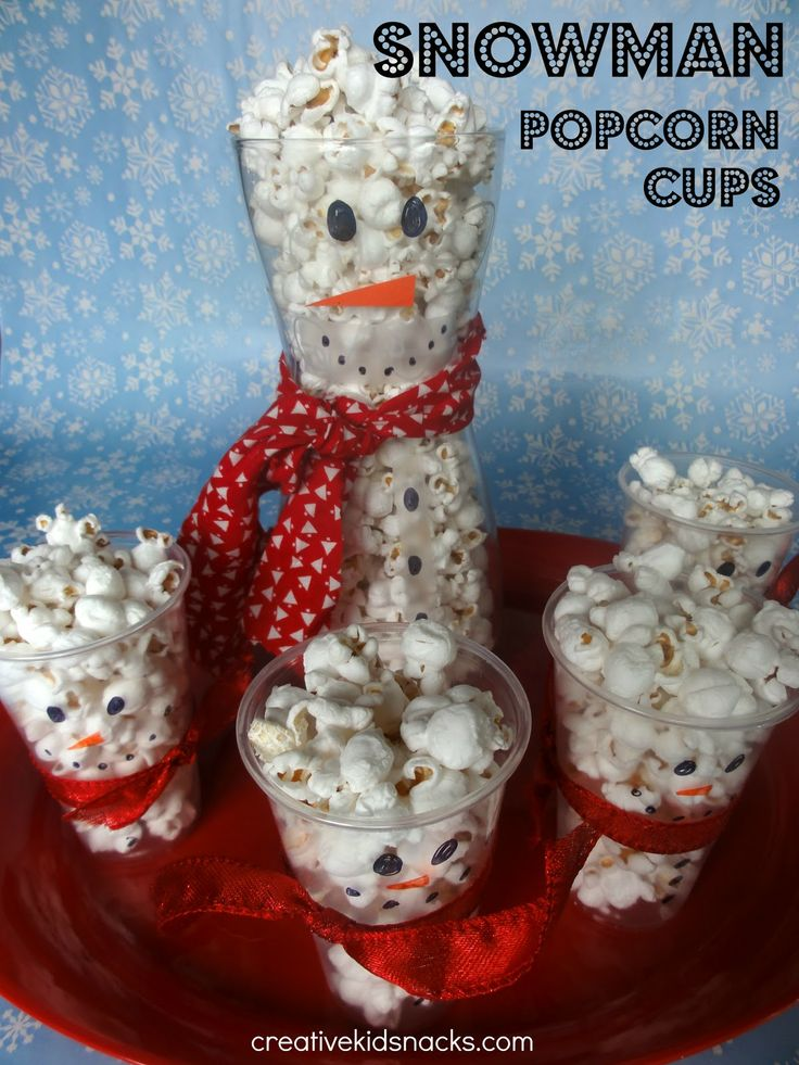 Snowman popcorn cups | +25 Healthy Holiday Snacks