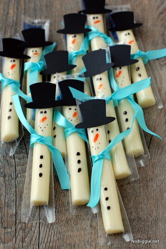 String cheese snowmen | +25 Healthy Holiday Snacks