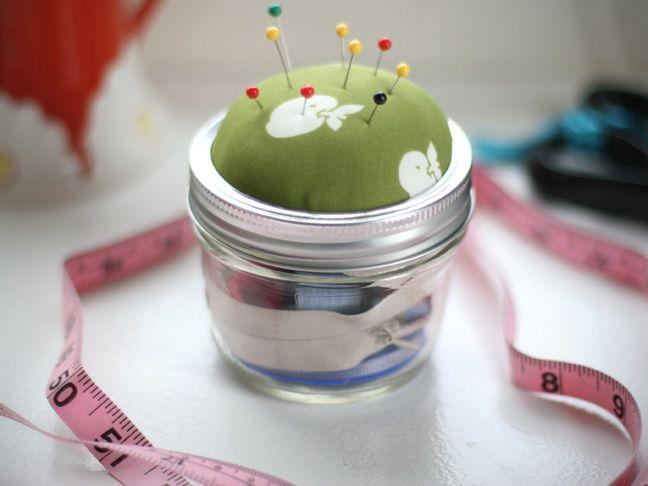 DIY mason jar sewing kit | 25+ handmade gift ideas under $5