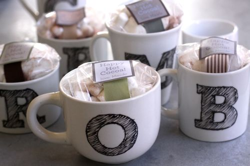 DIY monogram mug | 25+ More Handmade Gift Ideas Under $5