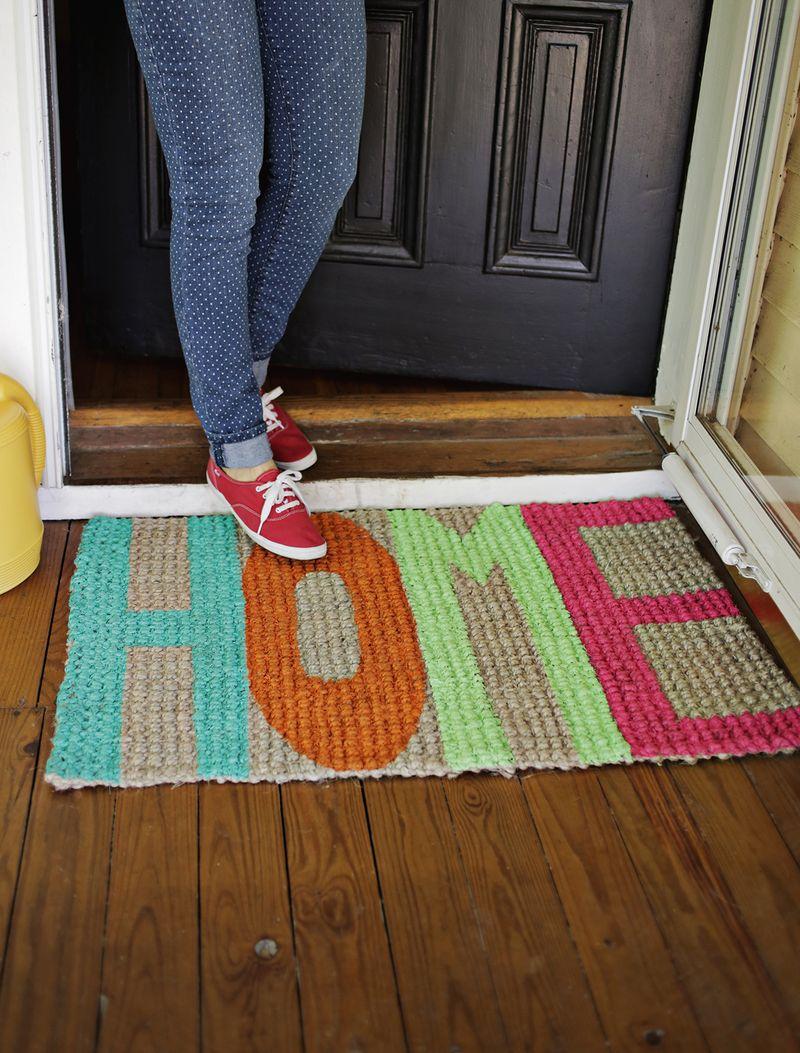 DIY welcome mat | 25+ More Handmade Gift Ideas Under $5