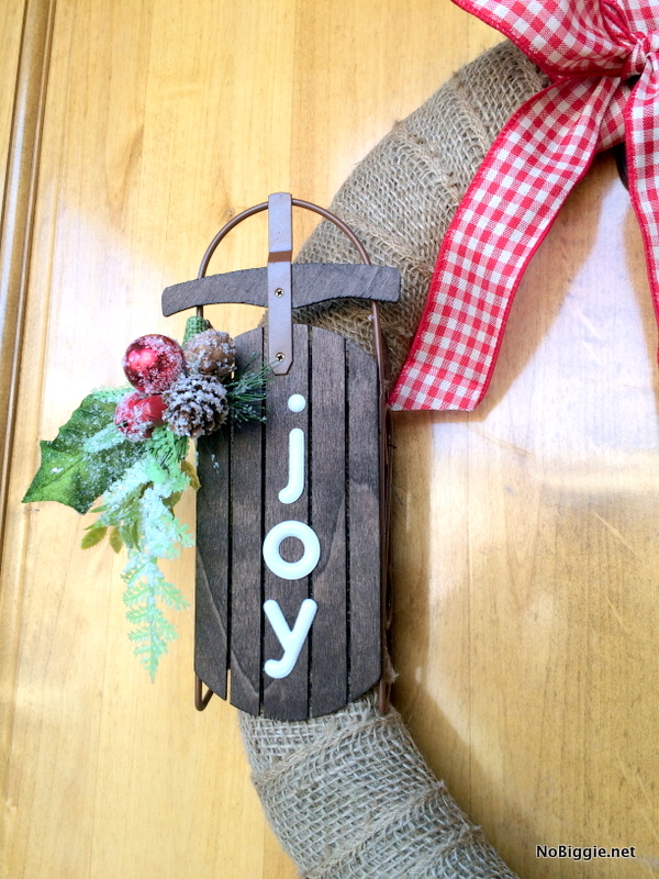 Easy burlap wreath for Christmas | NoBiggie.net