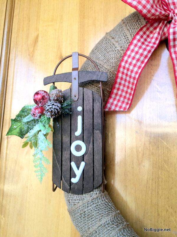 Easy burlap wreath for Christmas | NoBiggie.net