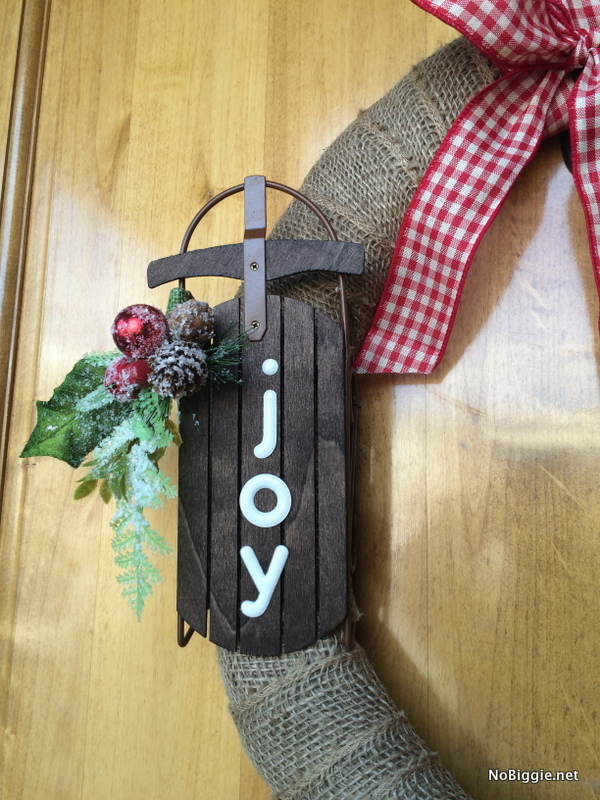 Easy burlap wreath for Christmas with Joy | NoBiggie.net