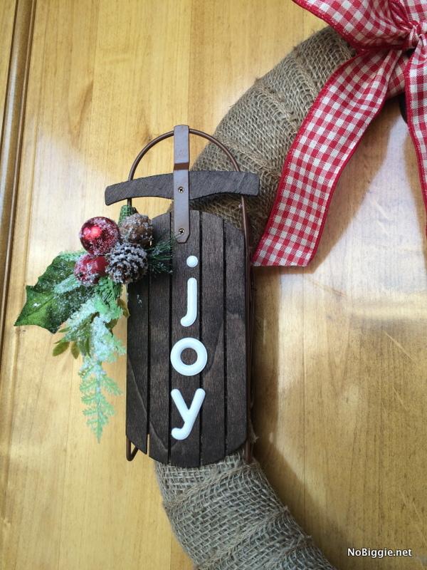 Easy burlap wreath for Christmas with Joy | NoBiggie.net