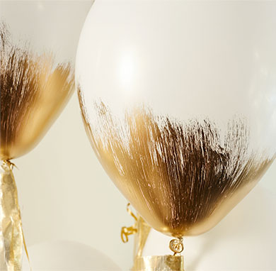 Gold Brushed Balloons | 25+ New Year's Eve Party Ideas