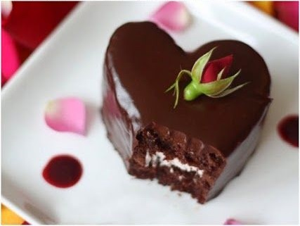 Heart-Shaped Chocolate Raspberry Cakes 25+ Heart-Shaped Food Ideas | NoBiggie.net