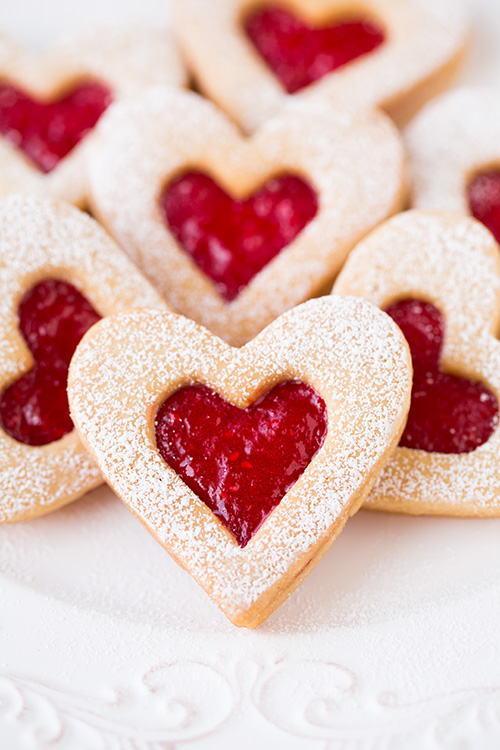 Linzer Cookies 25+ Heart-Shaped Food Ideas | NoBiggie.net