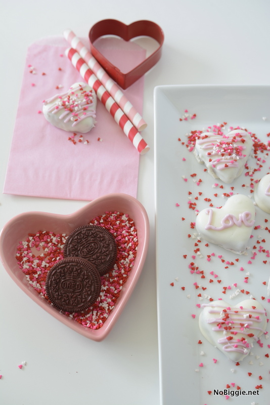easy to make red velvet oreo truffles | NoBiggie.net