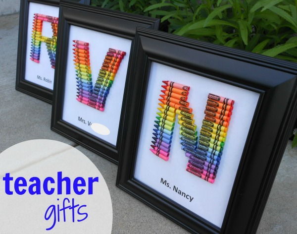 homemade teacher gift... how to make a crayon monogram | 25+ Rainbow crafts, food and more