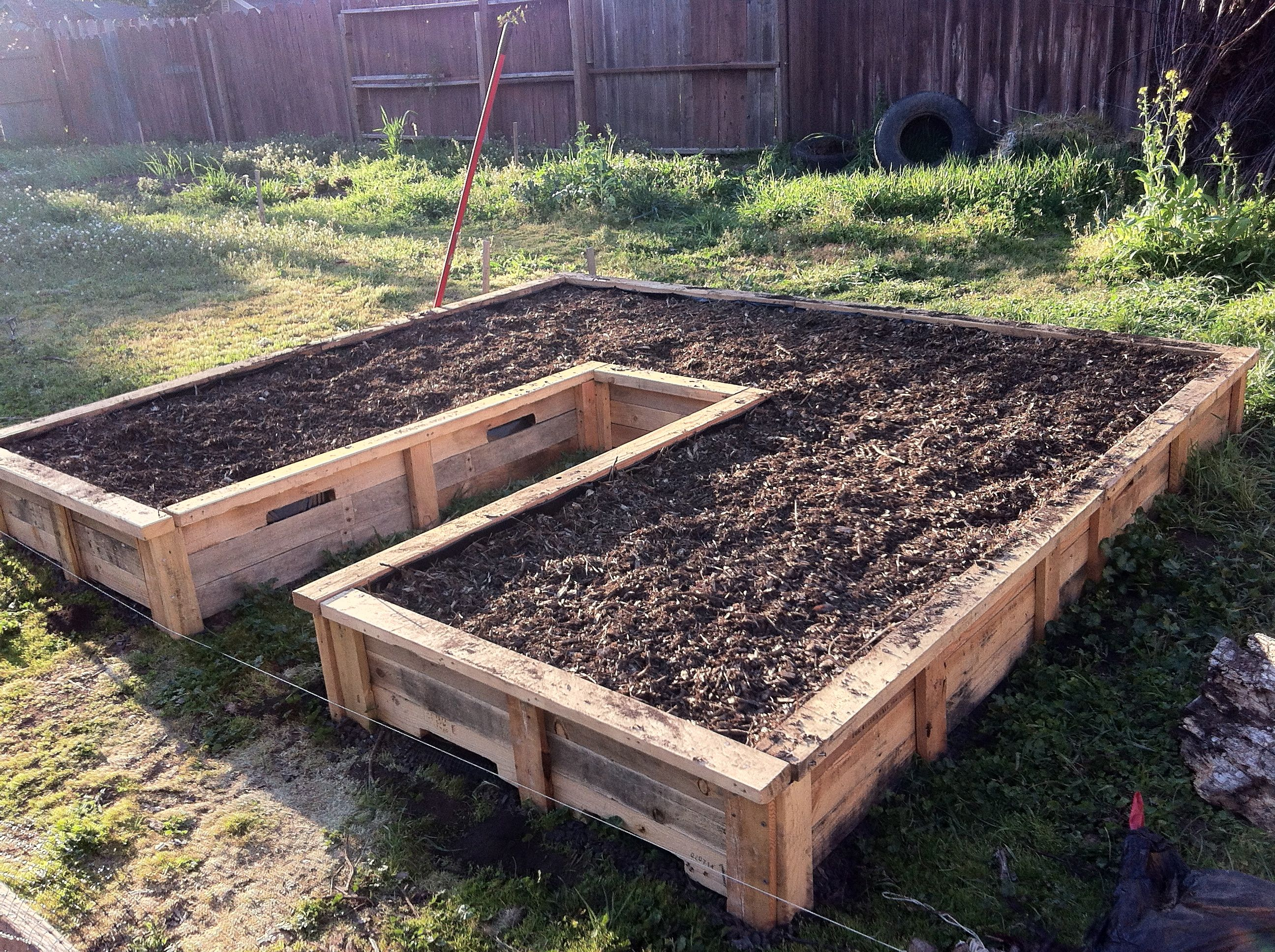 10 x 10 keyhole raised bed made from shipping pallets 25 garden - Garden Ideas Using Pallets