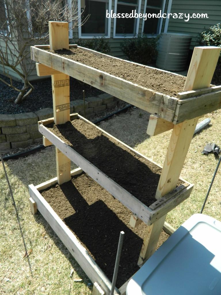 DIY Gardening Box | 25+ garden pallet projects
