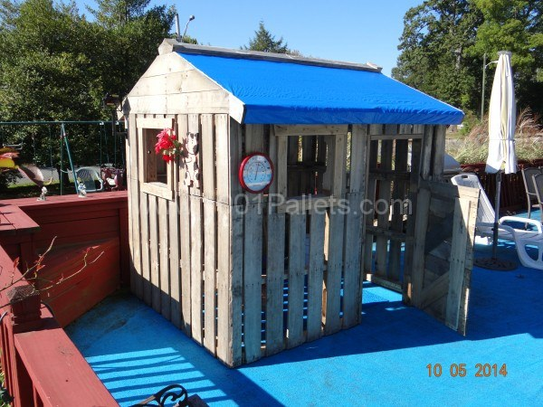 Daughter's playhouse | 25+ garden pallet projects