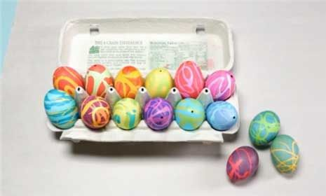 How to Make Rubber Cement Easter Eggs   25+ ways to decorate Easter Eggs