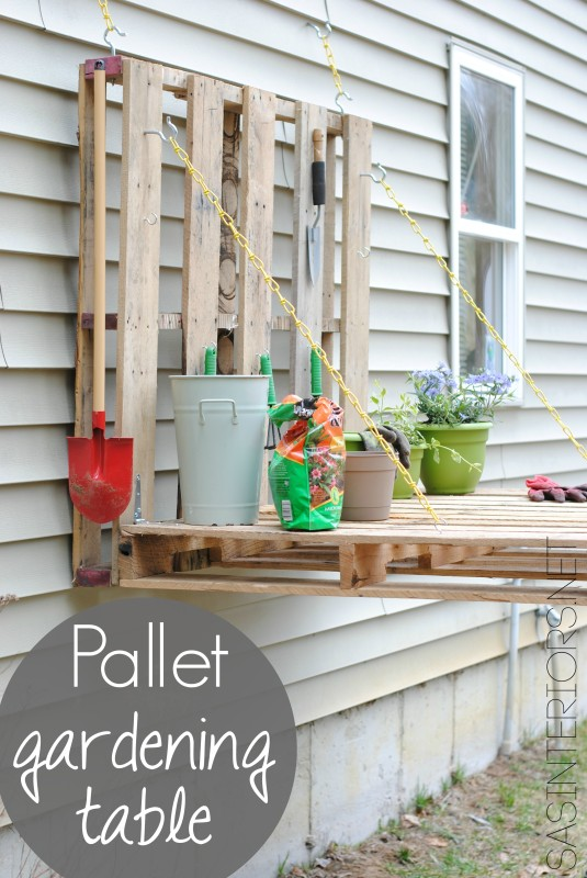 Pallet gardening table | 25+ garden pallet projects